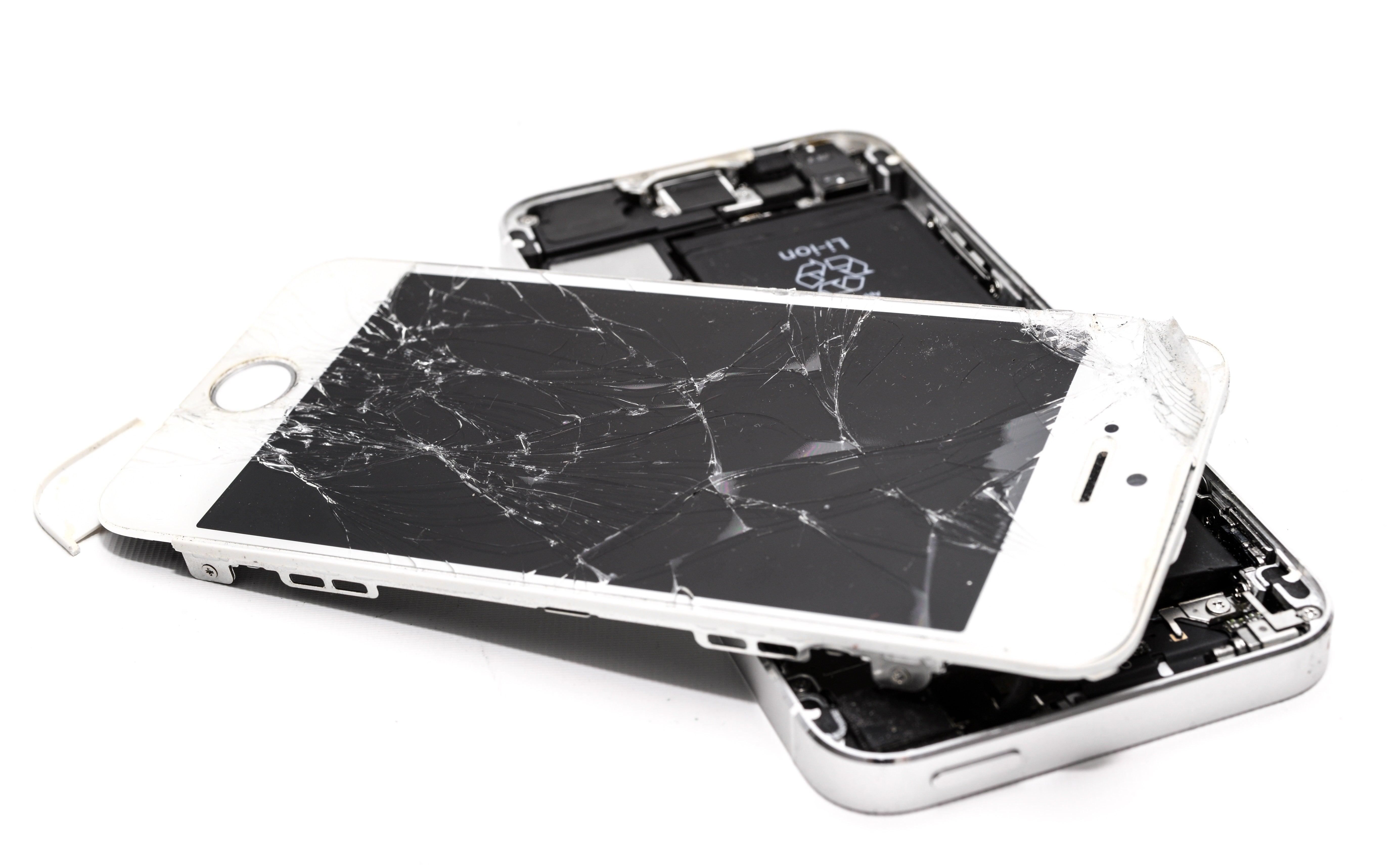 stłuczony ekran telefonu